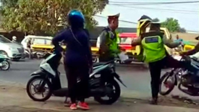 Viral Polisi Tangerang Tendang Pemotor RX-King Hingga Tersungkur