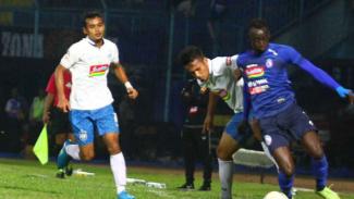 Duel Arema FC vs PSIS Semarang.