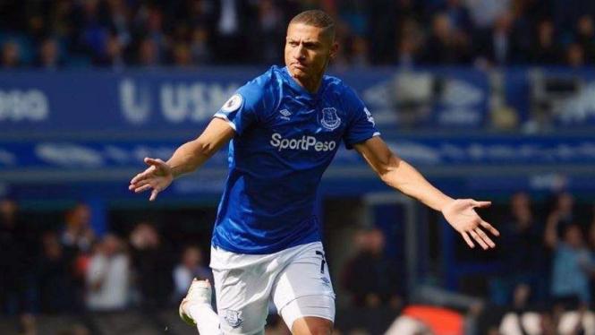 Penyerang Everton, Richarlison, melakukan selebrasi usai mencetak gol
