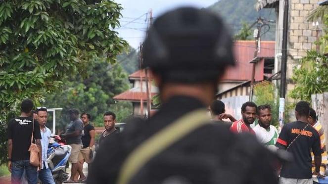 Ilustrasi Personel Brimob berjaga di sekitar Asrama Mahasiswa  Jayapura Papua (1/9/2019)