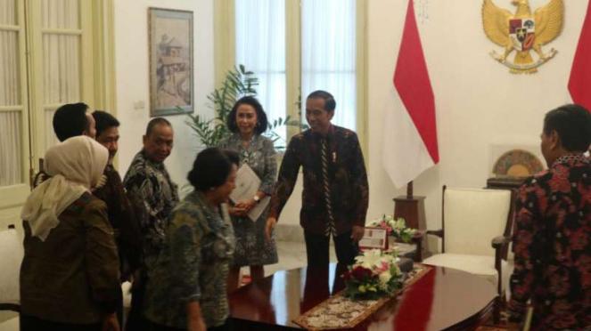Presiden Jokowi menerima pansel capim KPK di Istana Merdeka Jakarta.