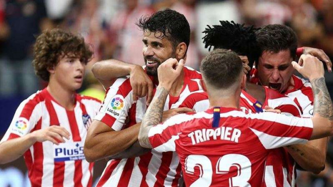 Para pemain Atletico Madrid merayakan gol