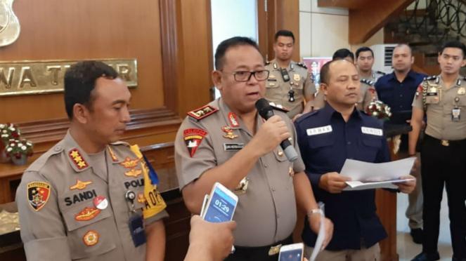 Kapolda Jatim Irjen Pol Luki Hermawan menyatakan Veronica Koman jadi tersangka kasus hoax soal Papua
