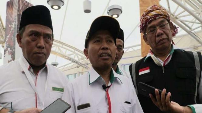 Dirjen Haji, Nizar Ali bersama DIrektur Bina Haji Khoirizi di Bandara Madinah