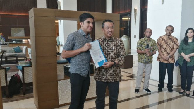Pertemuan Menpora Indonesia, Imam Nahrawi, dan Menpora Malaysia Syed Saddiq