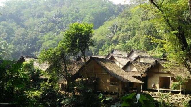 Suasana tempat tinggal Suku Baduy