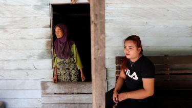 https://thumb.viva.co.id/media/frontend/thumbs3/2019/09/06/5d72460dd5005-ibu-kota-baru-indonesia-warga-dayak-paser-khawatir-makin-tersingkir-dari-wilayah-adat-tidak-mau-tambah-melarat_375_211.jpg