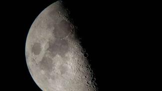 Foto Bulan.