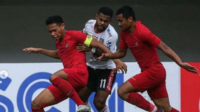 Timnas Indonesia U-23 vs Bali United.