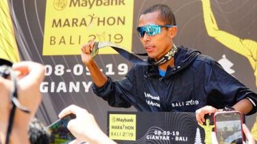 https://thumb.viva.co.id/media/frontend/thumbs3/2019/09/08/5d75083982acc-inilah-deretan-pemenang-maybank-marathon-bali-2019_375_211.jpg