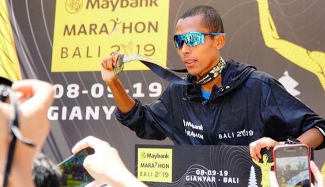 https://thumb.viva.co.id/media/frontend/thumbs3/2019/09/08/5d75083982acc-inilah-deretan-pemenang-maybank-marathon-bali-2019_663_382.jpg