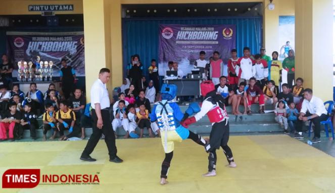 https://thumb.viva.co.id/media/frontend/thumbs3/2019/09/08/5d750a921da8a-kejuaraan-kick-boxing-tarik-minat-200-atlet-muda_663_382.jpg