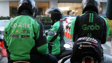 https://thumb.viva.co.id/media/frontend/thumbs3/2019/09/09/5d760a972e867-grab-dan-gojek-jalan-tanpa-hukum-di-thailand-akhirnya-pemerintah-setempat-ambil-sikap_375_211.jpg