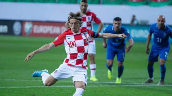 Kapten Kroasia, Luka Modric bobol gawang Azerbaijan.