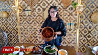 https://thumb.viva.co.id/media/frontend/thumbs3/2019/09/10/5d76c2056c93f-blendi-tewel-kuliner-lokal-pasar-internasional_375_211.jpg