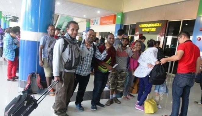 https://thumb.viva.co.id/media/frontend/thumbs3/2019/09/10/5d7710b082a3c-ratusan-mahasiswa-papua-tinggalkan-kuliah-karena-mengaku-diintimidasi_663_382.jpg