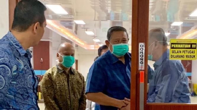 SBY menjenguk BJ Habibie di RSPAD