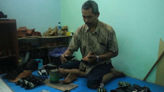 Sandal Klompen Batik Malang Diminati Pasar Jepang dan Malaysia