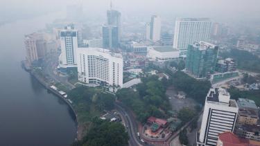 https://thumb.viva.co.id/media/frontend/thumbs3/2019/09/11/5d781ec6ce418-kabut-asap-mengancam-kesehatan-lebih-dari-400-sekolah-di-malaysia-diliburkan_375_211.jpg