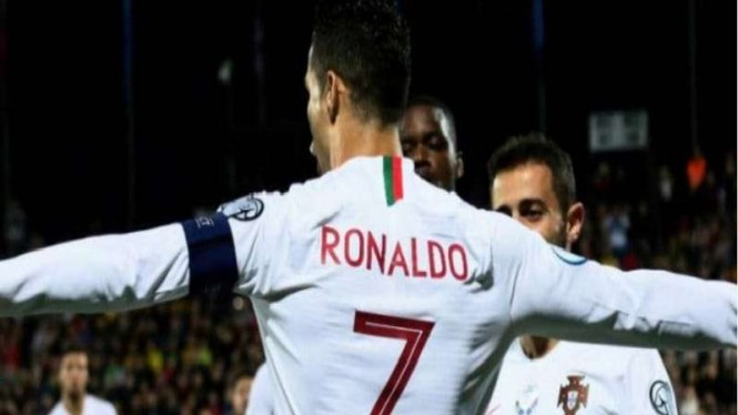 Christiano Ronaldo menyumbangkan empat gol untuk Portugal saat melawan Lithuania