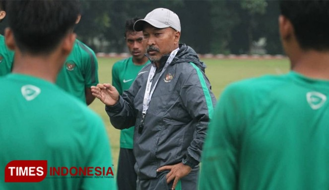 https://thumb.viva.co.id/media/frontend/thumbs3/2019/09/11/5d78eeaaf31d7-pelatih-timnas-u-19-khawatir-fifa-sanksi-indonesia_663_382.jpg