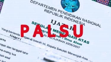 https://thumb.viva.co.id/media/frontend/thumbs3/2019/09/11/5d78f4862c385-kasus-ijazah-palsu-polisi-periksa-ketua-dpc-gerindra_375_211.jpg
