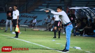 Nil Maizar, Pelatih Persela, (FOTO: MFA Rohmatillah/TIMES Indonesia)