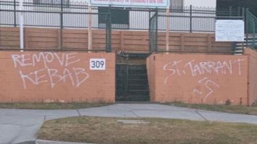 https://thumb.viva.co.id/media/frontend/thumbs3/2019/09/12/5d79b92e5a5e2-masjid-di-brisbane-dirusak-dengan-lambang-swastika-nazi_375_211.jpg