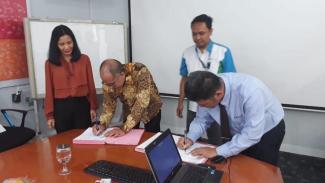 Penandatanganan Pakta Integritas antara Provices dan Palyja, Selasa (10/9).
