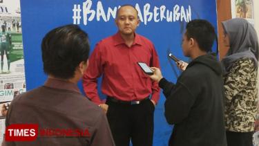 https://thumb.viva.co.id/media/frontend/thumbs3/2019/09/12/5d7a1851b45e9-bj-habibie-wafat-politisi-psi-nilai-indonesia-kehilangan-ayah_375_211.jpg