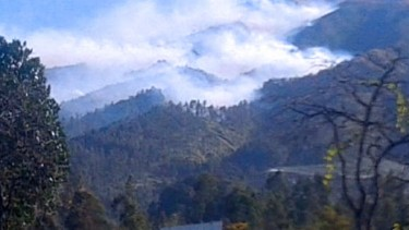 https://thumb.viva.co.id/media/frontend/thumbs3/2019/09/13/5d7aa29979e28-jalur-pendakian-di-gunung-merbabu-ditutup_375_211.jpg