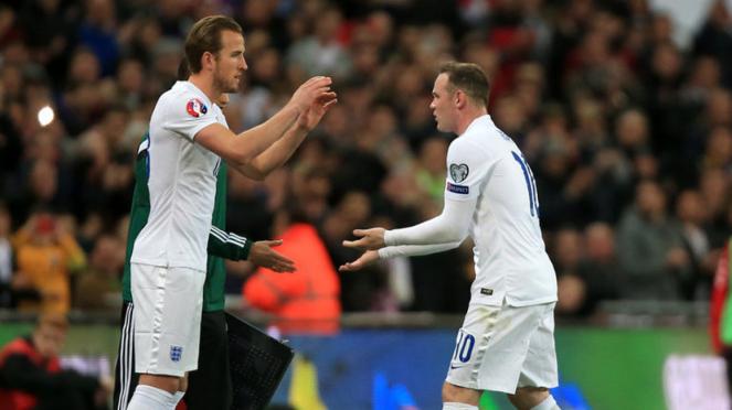 Wayne Rooney dan Harry Kane (kiri) saat satu tim di Timnas Inggris