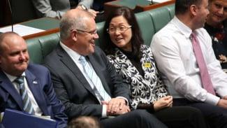 Perdana Menteri Scott Morrison dan Gladys Liu dalam sidang DPR Australia di Canberra, Kamis (12/9/2019).