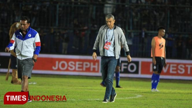 Kekecewaan Arema Fc hanya berhasil mendapatkan 1 poin dalam laga Shopee Liga 1 melawan Borneo FC di Stadion Kanjuruhan Malang dengan skor 2-2. (Tria Adha/TIMES Indonesia)
