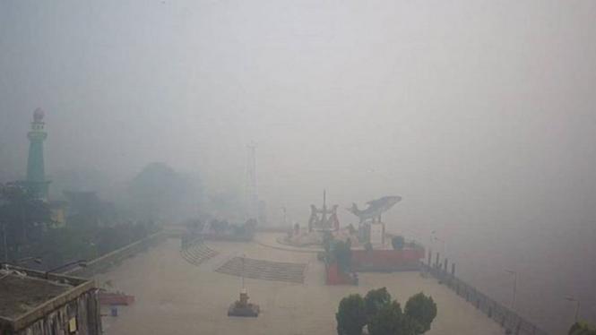 Kabut Asap Pekat Sekolah Di Kotawaringin Kalimantan