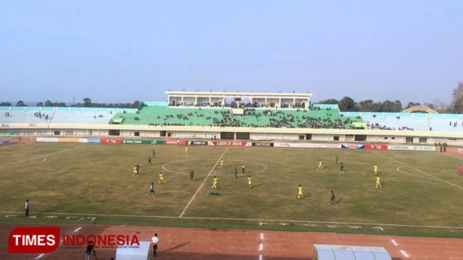 Pertandingan lanjutan Liga 2 Indonesia 2019 antara Persatu Tuban melawan Persiba Balikpapan di stadion Bumi Wali Tuban, Sabtu, (14/09/2019). (Foto: Achmad Choirudin /TIMES Indonesia)