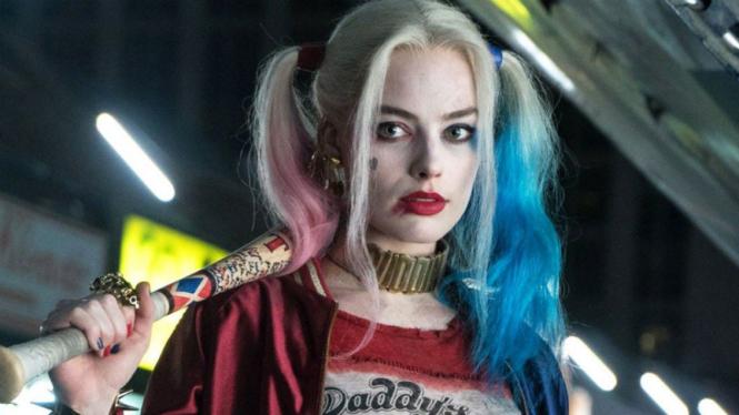 Margot Robbie sebagai Harley Quinn.