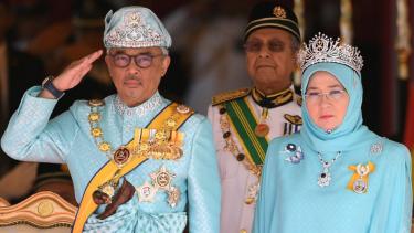 https://thumb.viva.co.id/media/frontend/thumbs3/2019/09/15/5d7e085dc9475-permaisuri-malaysia-tidak-ingin-pengkritiknya-ditangkap-polisi_375_211.jpg