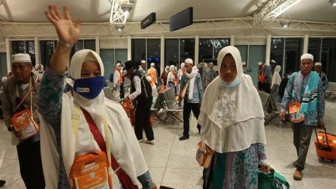 Kloter terakhir jemaah haji Indonesia pulang dari Bandara Madinah