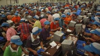 Ilustrasi Buruh Perusahaan Rokok.