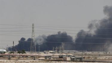https://thumb.viva.co.id/media/frontend/thumbs3/2019/09/16/5d7ef44b18135-arab-saudi-harga-minyak-dunia-melonjak-setelah-serangan-drone_375_211.jpg