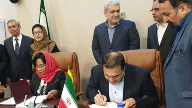 Pertemuan Wakil Presiden Iran bidang Ilmu Pengetahuan dan Teknologi, Sorena Sattari, dengan Menteri Kesehatan Indonesia,Nila F Moeloek, di Teheran pada Minggu waktu setempat, 15 September 2019.