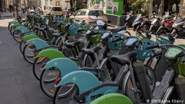 https://thumb.viva.co.id/media/frontend/thumbs3/2019/09/17/5d8057b547b7b-perusahaan-transportasi-janjikan-bonus-500-euro-bagi-warga-paris-yang-beli-e-bike_375_211.jpg