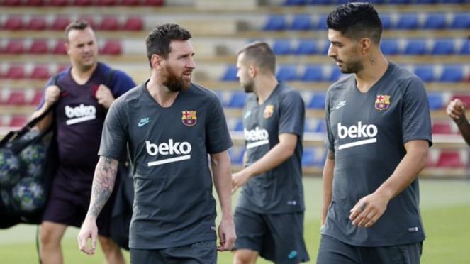 Lionel Messi dan Luis Suarez saat persiapan melawan Borussia Dortmund