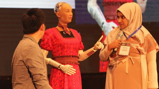 Melihat Robot Tercerdas di Dunia Kenakan Kebaya, Robot Sophia.