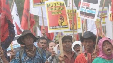 https://thumb.viva.co.id/media/frontend/thumbs3/2019/09/20/5d8420df8837a-ruu-pertanahan-segera-disahkan-meski-dituding-kembalikan-regulasi-era-kolonial-perjuangan-rakyat-kecil-makin-berat_375_211.jpg