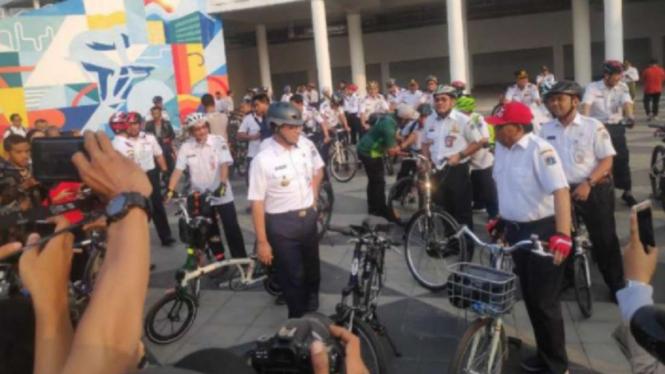 Gubernur DKI Jakarta Anies Baswedan uji coba jalur sepeda