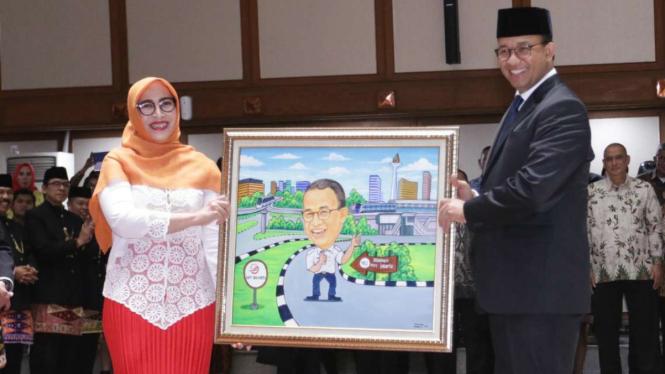 Ketua Kadin DKI Diana Dewi (kiri) dan Gubernur DKI Jakarta Anies Baswedan beberapa waktu lalu.