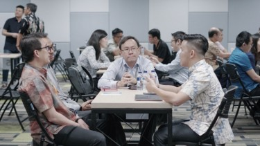 https://thumb.viva.co.id/media/frontend/thumbs3/2019/09/20/5d84bfe1c3cd8-speed-dating-ajang-investor-dan-vc-lirik-lirik-startup_375_211.jpg
