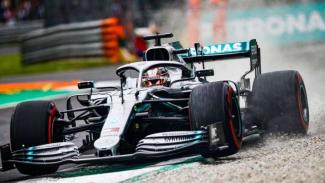 Pembalap Tim Mercedes AMG Petronas, Lewis Hamilton